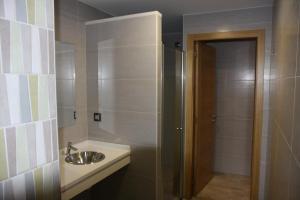 A bathroom at Albergue Outeiro