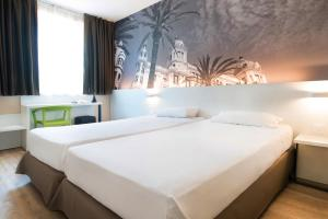 A bed or beds in a room at B&B Hotel Alicante
