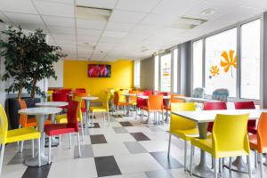 A restaurant or other place to eat at Premiere Classe Roissy - Aéroport Charles De Gaulle