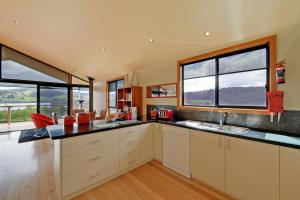 A kitchen or kitchenette at Moon River