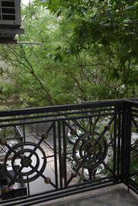 A balcony or terrace at Apartment in Baku near old city