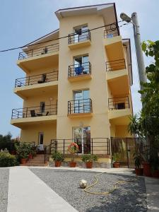 Fațada sau intrarea în Vila Orient 2