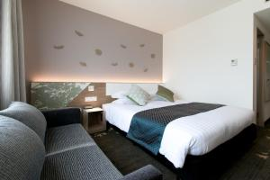A bed or beds in a room at Toyama Excel Hotel Tokyu