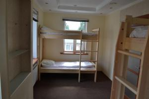 Двухъярусная кровать или двухъярусные кровати в номере Старое Место Хостел
