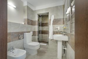 A bathroom at Gagarinn