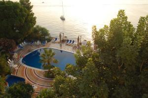 Vista sulla piscina di Hotel Giardino Sul Mare o su una piscina nei dintorni