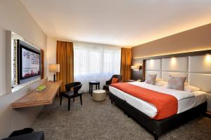 A room at Best Western Plus Delta Park Hotel