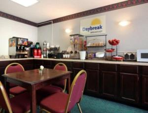 A restaurant or other place to eat at Days Inn by Wyndham Dillon