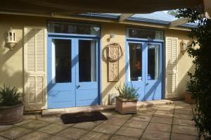 A porch or other outdoor area at Athelney Cottage Bed and Breakfast