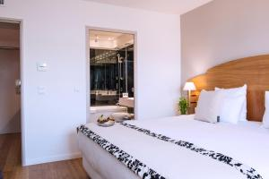 A room at HÔTEL C SUITES**** chambres spacieuses, séjours thématiques