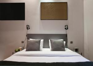 A bed or beds in a room at Centric Gracia Apartments
