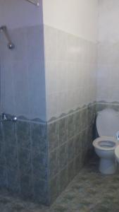 A bathroom at Edelvays House