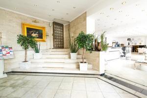 Lobby/Rezeption in der Unterkunft Löwen Hotel
