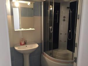 A bathroom at Motel Gela