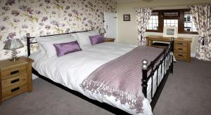 A bed or beds in a room at Rose Cottage