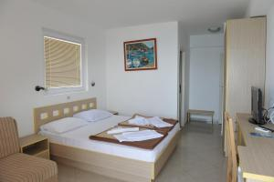 A bed or beds in a room at Hotel Obala
