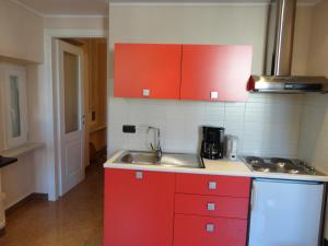 A kitchen or kitchenette at Chabaud 1st Floor