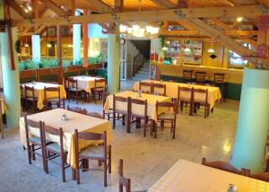 A restaurant or other place to eat at Viking Hotel