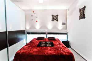 A bed or beds in a room at Lolo Planet Costa Dorada