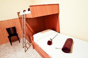 A bunk bed or bunk beds in a room at Lolo Planet Costa Dorada