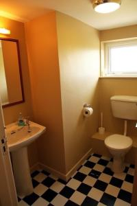 A bathroom at Cottage 503 - Carraroe