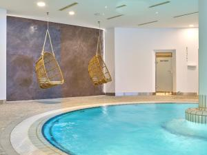 The swimming pool at or near Maximilian Quellness und Golfhotel