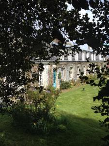 A garden outside Le Castel de Warlus