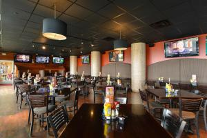 A restaurant or other place to eat at Hampton Inn Virginia Beach-Oceanfront South