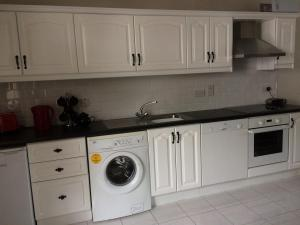 A kitchen or kitchenette at Reelin bar holiday Accommodation