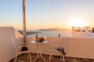 Un balcón o terraza de Angel Luxury Suites