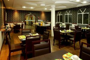 A restaurant or other place to eat at Hotel Rouver