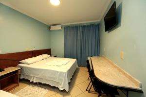 A bed or beds in a room at Hotel Rouver