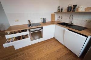 Küche/Küchenzeile in der Unterkunft Modern design im klassischem Altbau