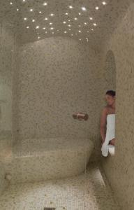 A bathroom at Grand Hotel Saint Michel