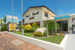 A garden outside Coral Sands Motel