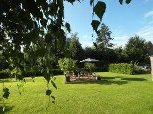Ein Garten an der Unterkunft Bed & Breakfast Meerbusch