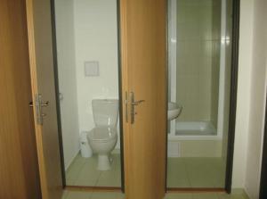A bathroom at Uninova Hostel