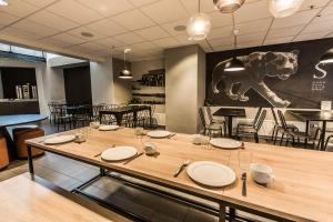 A restaurant or other place to eat at Saga Poshtel Oslo Central