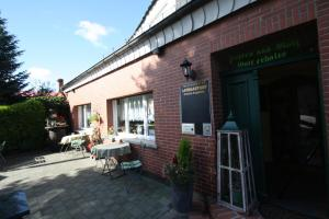 Ein Restaurant oder anderes Speiselokal in der Unterkunft Teschendorfer Landgasthof