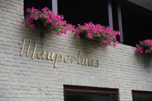 De façade/entree van Maupertuus Bennekom