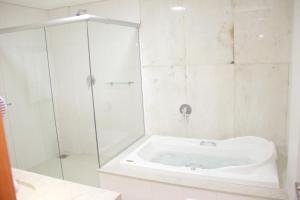 A bathroom at Gran Park Hotel e Convenções