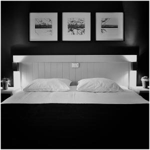 A bed or beds in a room at Hotel Florent