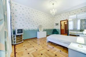Кровать или кровати в номере Apartament Ulyany Gromovoy