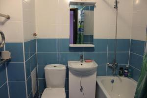 A bathroom at Apartments at Fabrichnaya