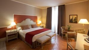 A bed or beds in a room at Vincci La Rabida