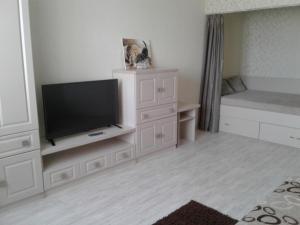 A seating area at Apartments at Mayskiy proezd