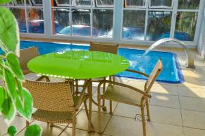 The swimming pool at or close to Hotel Renascença