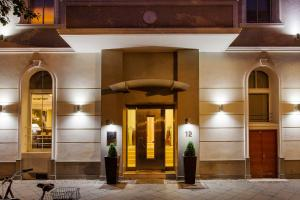 The facade or entrance of Quentin Design Hotel Berlin