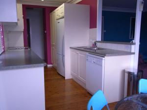 A kitchen or kitchenette at A Lakehouse Escape