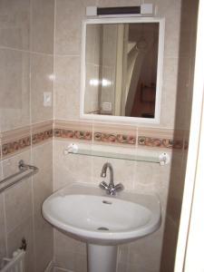 A bathroom at Les Glycines
